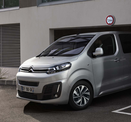Citroën Spacetourer sortie de parking